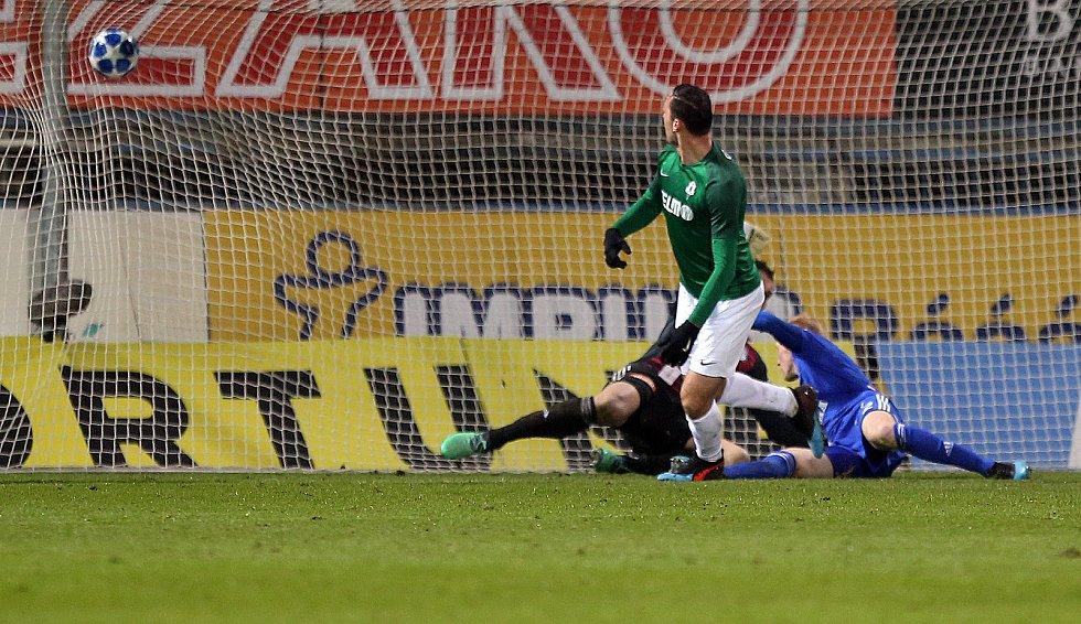Martin Doležal dává vítězný gól Jablonce v Olomouci