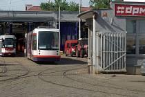 Tramvajová vozovna DPMO v Koželužské ulici