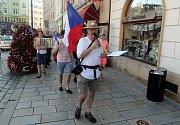 Za nezávislost české justice a odchod premiéra Andreje Babiše (ANO) a ministryně spravedlnosti Marie Benešové (za ANO) demonstrovaly na olomouckém Horním náměstí stovky lidí.
