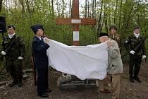 Odhalení obnoveného památníku amerických letců u Bystrovan