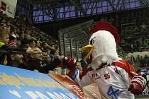 Olomouc (v bílém) prohrála ve čtvrtém zápase série proti Plzni 2:3.