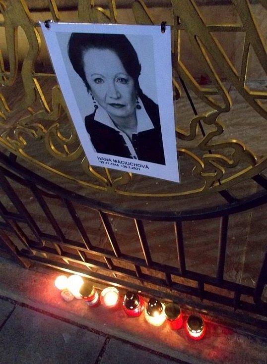 Vzpomínka na herečku Hanu Maciuchovou u olomouckého orloje, 27. ledna 2021