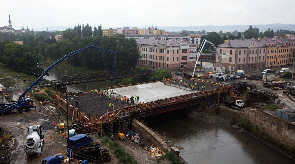 Květen 2019. Betonáž nového mostu u Bristolu