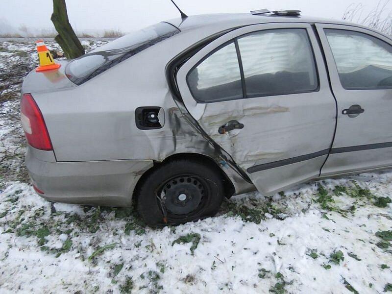 Nehoda na náledí u Bedihošti
