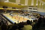 Prostějovské volejbalistky (ve světlém) porazily v pátém zápase finále Olomouc 3:2 a slavily devátý extraligový titul