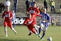 Fotbalisté Uničova (v modrém) proti Líšni