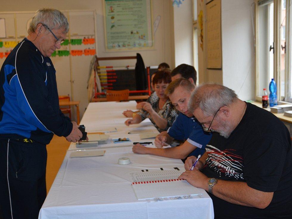 V Přerově se v pátek úderem druhé hodiny odpoledne otevřely volební místnosti.