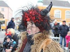 Na náměstí Přemysla Otakara v Litovli se soutěžilo o nejkrásnější mikulášskou masku.