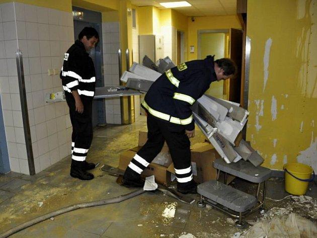 Noční havárie na vodovodním potrubí v olomoucké fakultní nemocnici