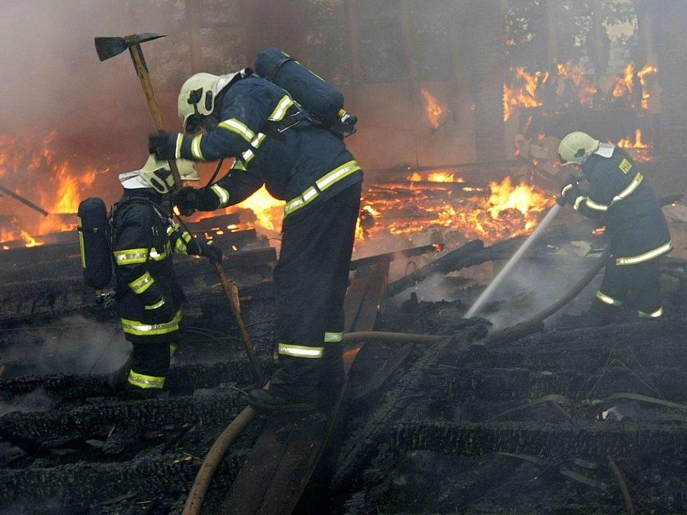 Požár objektu bývalé pily v Pavlovičkách