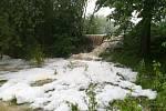 U Bohuslavic se přelil po bouřce rybník, 1.7.2019