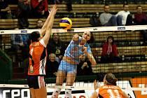 Olomoucké volejbalistky (v oranžovém) prohrály s Prostějovem 0:3. Stefanie Karg