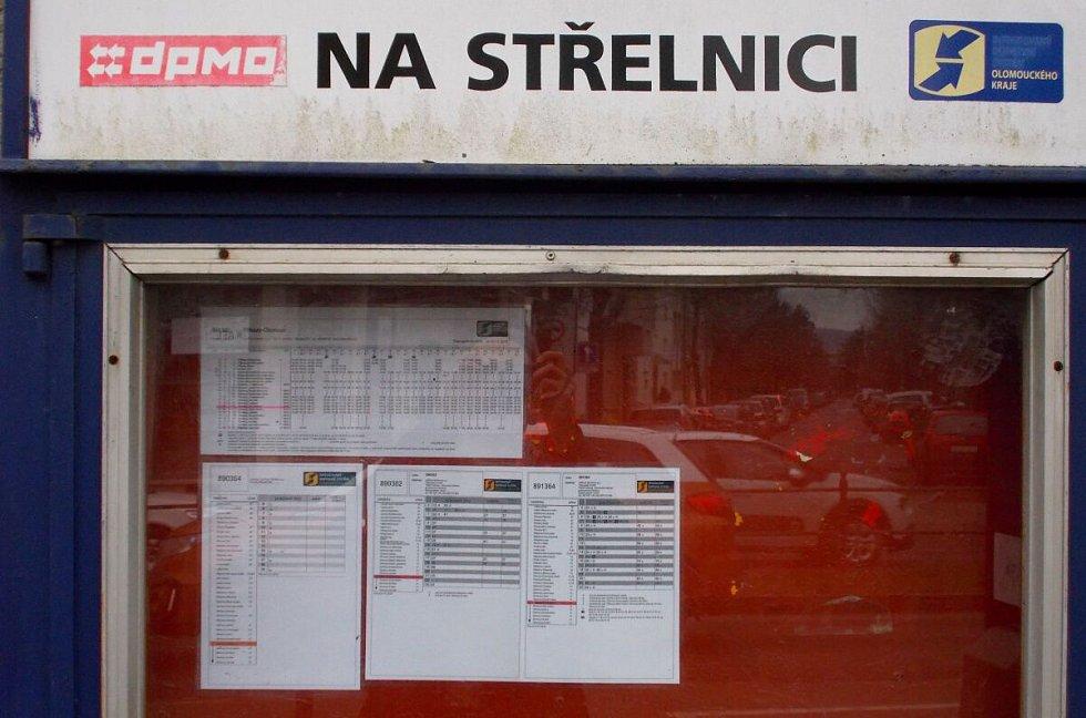 Na displejích zastávek v Olomouci autobusy IDSOK po Novém roce cestující nenašli
