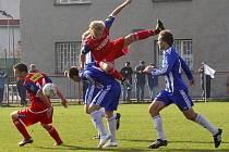 Uničov (v modrobílé) proti juniorce Zbrojovky