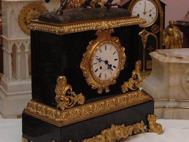Staré hodiny okouzlují svou krásou.