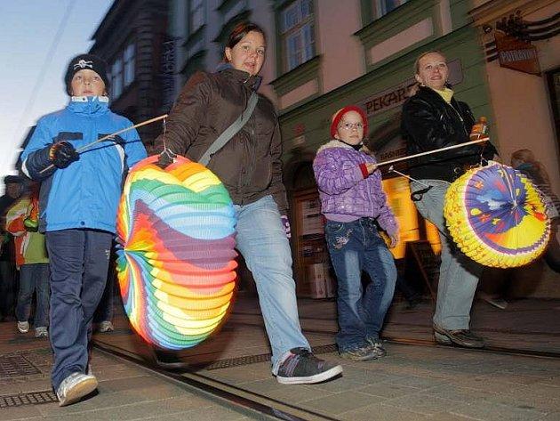 Lampionový průvod k výročí republiky v Olomouci