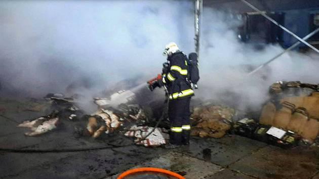 Požár v průmyslovém areálu v Litovli, 6. 11. 2019