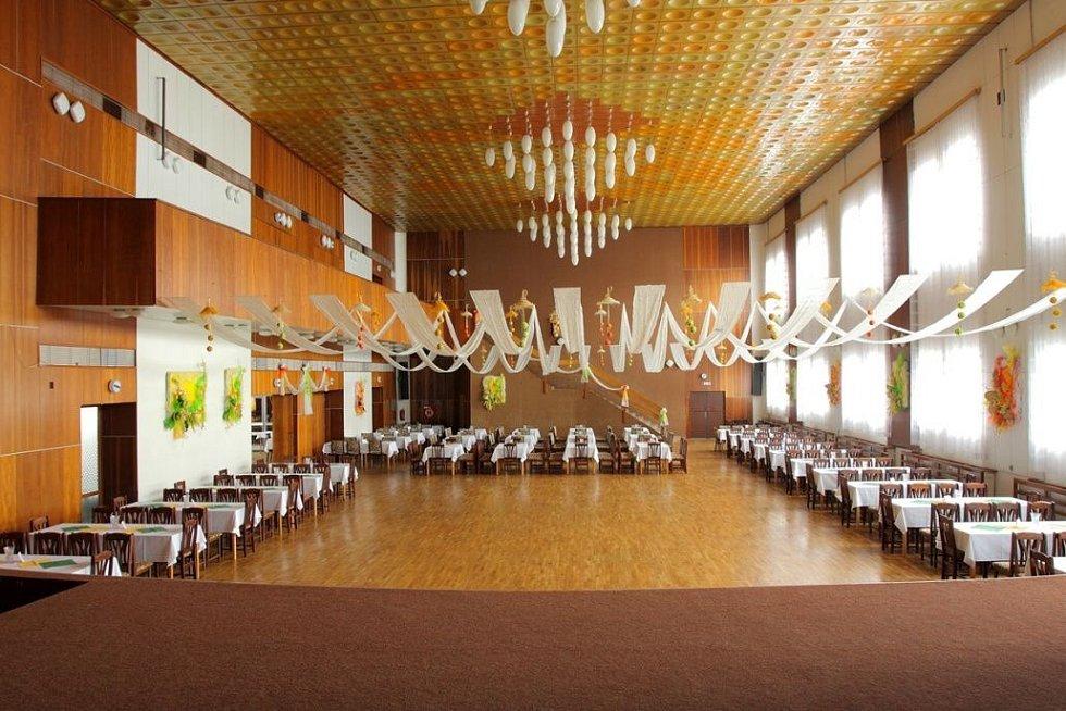 Městský klub ve Šternberku před rekonstrukcí - velký sál