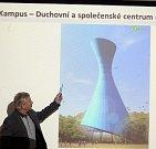 Architekt Ladislav Opletal ze společnosti Artera při prezentaci plánů BEA centra