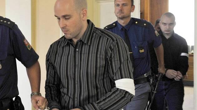 Michal Smékal (na snímku vpravo) a Michal Škňouřil (vlevo) u olomouckého soudu