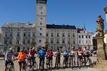 Deset královéhradeckých cyklistů vOlomouci a okolí.
