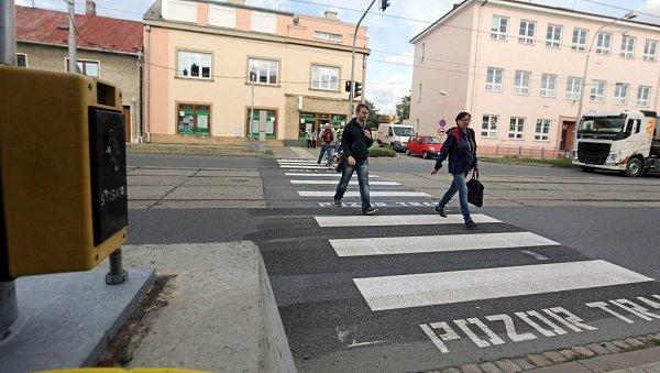 Nový provizorní semafor pro chodce vHodolanské ulici vOlomouci