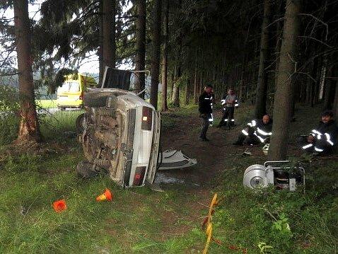 Mladý šofér škodovky zemřel ve čtvrtek časně ráno při nehodě u Jívové na Olomoucku
