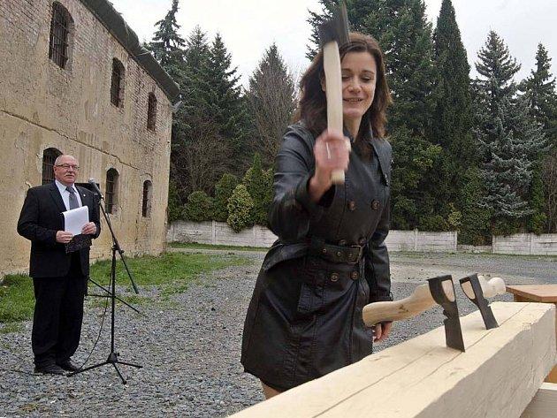 Slavnostní zahájení stavby Pevnosti poznání, která vznikne rekonstrukcí dělostřeleckého skladu v Korunní pevnůstce
