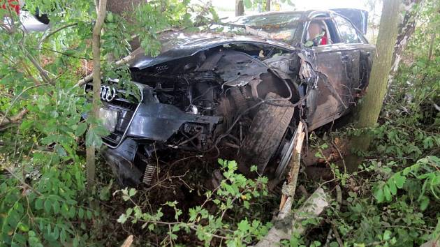 Nehoda opilého šoféra audi u Domašova u Šternberka