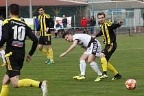 Nové Sady (ve žluto-černém) prohrály s Tasovicemi 1:2.