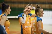 Lucie Nová (uprostřed)