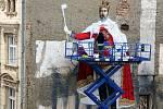 Král portugalského umělce vznikající v Denisově ulici v rámci olomouckého StreetArt Festivalu