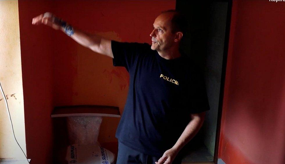 Petr Večeřa. Z klipu Policie ČR avizujícím sbírku na podporu tragédií zasažené rodiny z Břevence