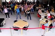 Flash mob studentů Slovanského gymnázia v Olomouci
