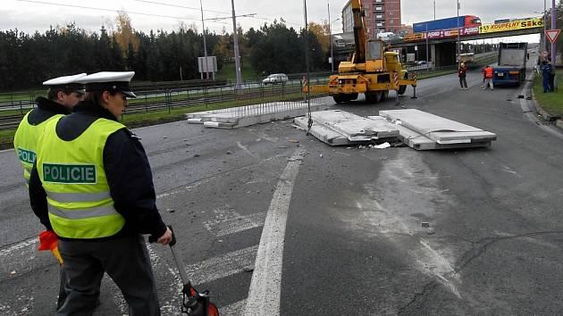 Policie musela silnici uzavřít.