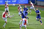 Čtvrtfinále českého fotbalového poháru MOL Cup: SK Sigma Olomouc - SK Slavia Praha 28. dubna 2021 v Olomouci. (střed) Ondřej Kúdela ze Slavie a Radim Breite z Olomouce.
