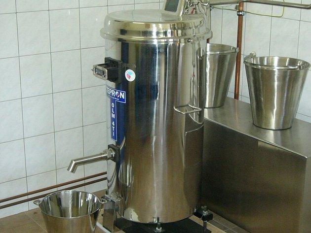 Destilace v moderních palírnách zajišťuje zákazníkovi velmi dobrou kvalitu lihoviny z ovoce, cena litru padesátiprocentní kořalky se přitom pohybuje kolem 130 korun.