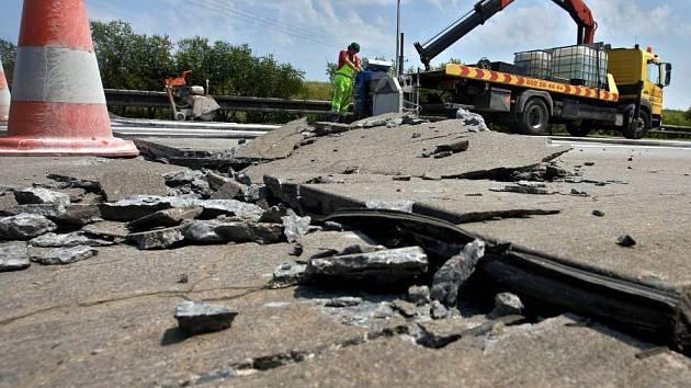 Oprava prasklé silnice R35 mezi Olomoucí a Lipníkem