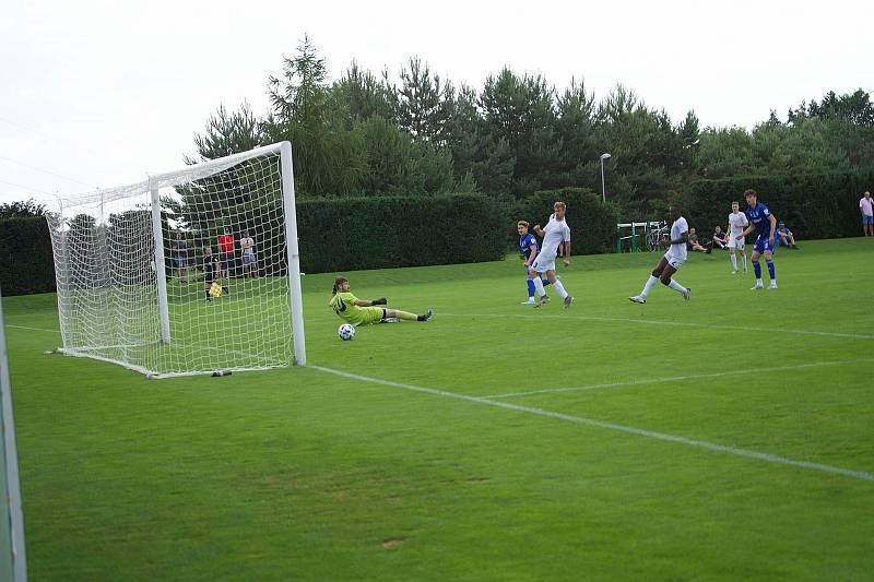 Fotbalisté Sigmy (v modrém) porazili na úvod přípravy Vyškov. Tomáš Zlatohlávek
