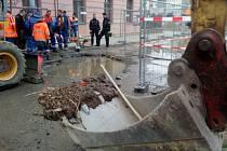 Havárie vodovodního potrubí v Sokolovské ulici v Olomouci