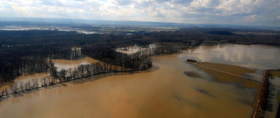 2. dubna 2006, řeka Morava u Olomouce