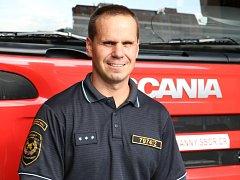 Olomoucký profesionální hasič – lezec Roman Tománek zachránil přesně před dvěma lety z jámy v parku devatenáctiměsíční dívenku Amálku.