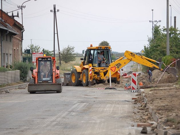 Oprava silnice v Kokorách