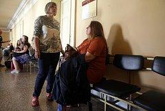 Za tragický pád dívky z vlaku dostaly vlakvedoucí i průvodčí podmínky. Průvodčí Jana Stejskalová (vlevo)
