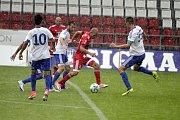 Olomoučtí fotbalisté (v červeném) porazili v přípravě druholigový Šamorín 3:0