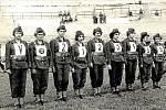 Hasičky dorostenky. Mistrovství republiky v roce 1959 v Bratislavě. Děvčata z Přáslavic soutěž vyhrála, první cena byl stroj PS8, který si odvezla domů.