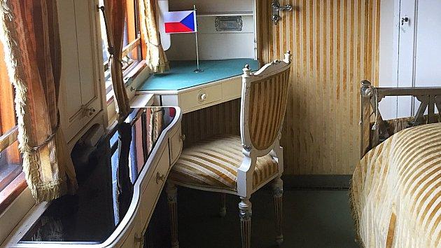 Prezidentský vlak se zastavil i v Olomouci. Návštěvníci si mohou prohlédnout salónní vagony, které sloužily TGM i komunistickým prezidentům.Foto: Deník/Ondřej Dluhí