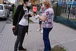 Šternberk. Učitelky z MŠ Komenského ve Šternberku šijí roušky i pro šternberské maminky.
