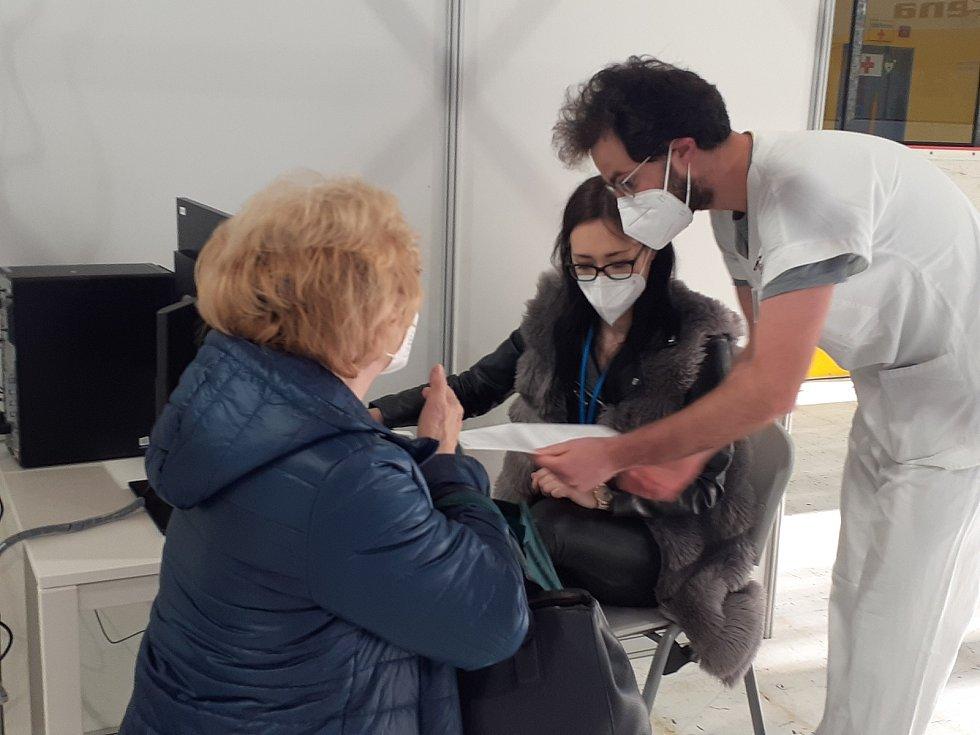 Nové očkovací centrum ve Zlíně - první den očkování 26. 4. 2021