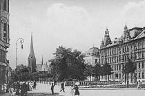 Vodní ulice na místě zbořených Vodních kasáren provázela levý břeh mlýnského náhonu od dnešního náměstí Hrdinů souběžně s třídou Svobody.